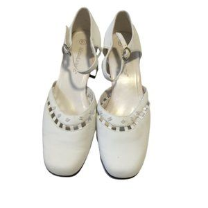 Highlights Size 9.5 Ladies White Shoes with Beads